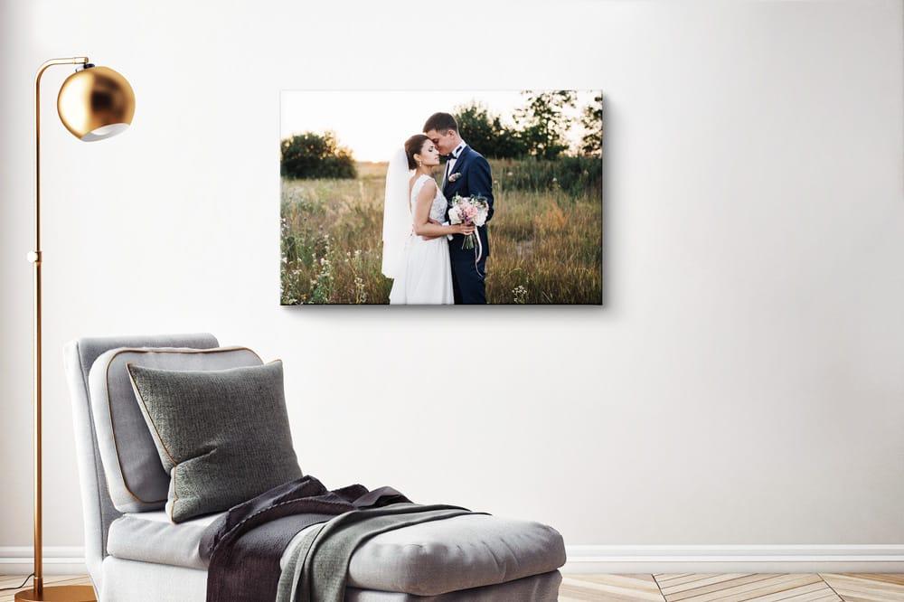 Fotodruck neben dem Sofa